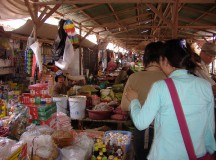 写真: 市場。3月26日撮影 (2006年 THE POVERTIST / Ippei Tsuruga)