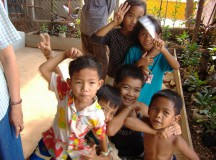 写真: センソックの子供たち。3月30日撮影 (2006年 THE POVERTIST / Ippei Tsuruga)